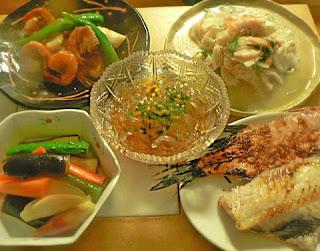 夕食の献立 赤魚 海老烏賊フレンチサラダ エビイカ塩コショウ炒め トコロテンに浅漬け