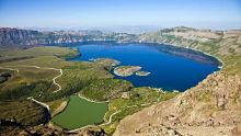 Zirvesinde krater gölü bulunan dağımız hangisidir?