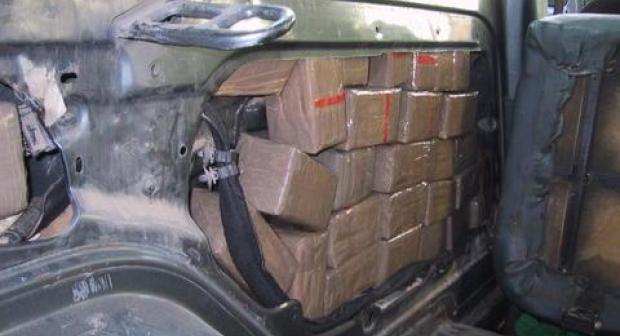 شرطة أكادير والديستي يحجزون كمية مهمة من المخدرات داخل سيارة خفيفة
