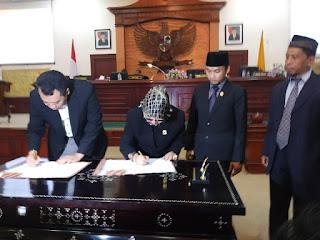<b>Gubernur dan Pimpinan DPRD NTB Tandatangani Nota Kesepakatan KUA APBD 2019</b>