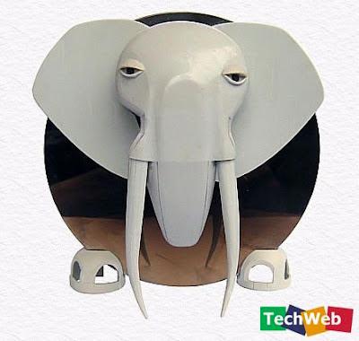 elefante con partes de computadoras recicladas