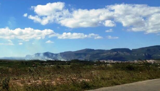 Incendio em fazedno e se alastrando para mata (Foto: Vinícius Silva/Vinny Publicidade)