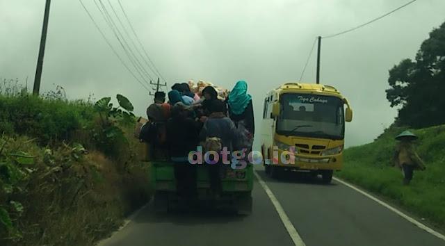 Angkutan umum di dieng mobil bak terbuka wisata dieng
