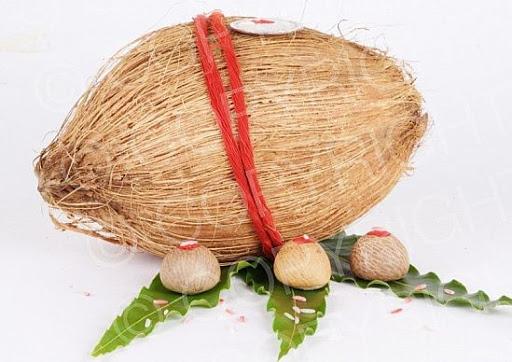 सिर्फ एक नारियल से करें ये उपाय, दूर हो जाएगी गरीबी