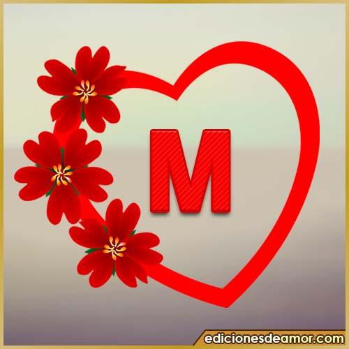corazón de flores con letra M