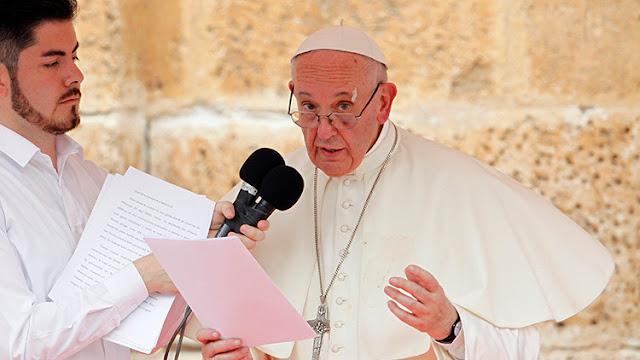 """El papa Francisco aboga en Colombia por acabar con """"la cultura de la muerte"""" y dialogar por la paz"""