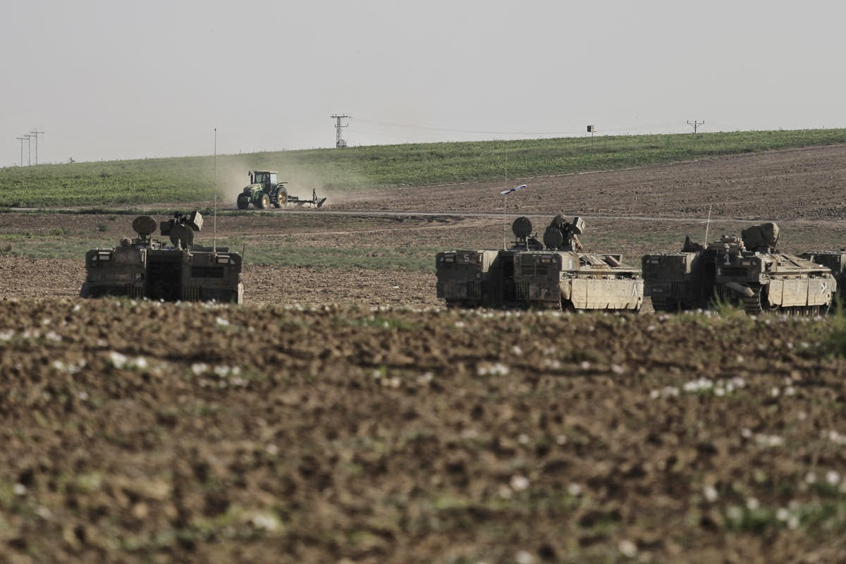 SNAFU!: Israeli Armored Personnel Carriers near Gaza   pics