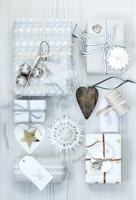 valkoiset lahjapaketit