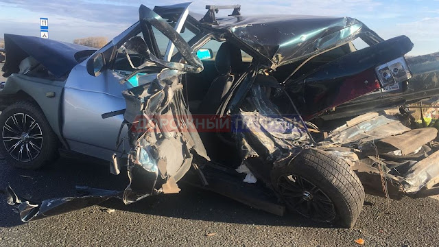 В Башкирии грузовик раздавил легковушку