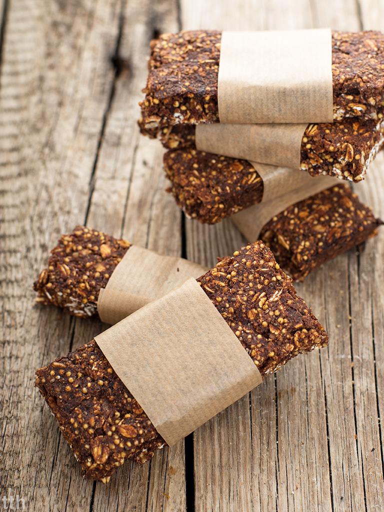 Kakaowe batoniki owsiane z bananem i chia wegańskie, bezglutenowe, bez cukru roślinna kuchnia blog kulinarny