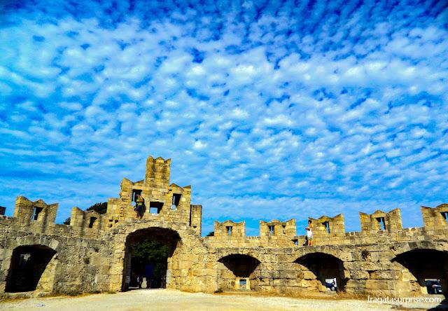Porta de São paulo, nas muralhas da cidade medieval de Rodes - Grécia