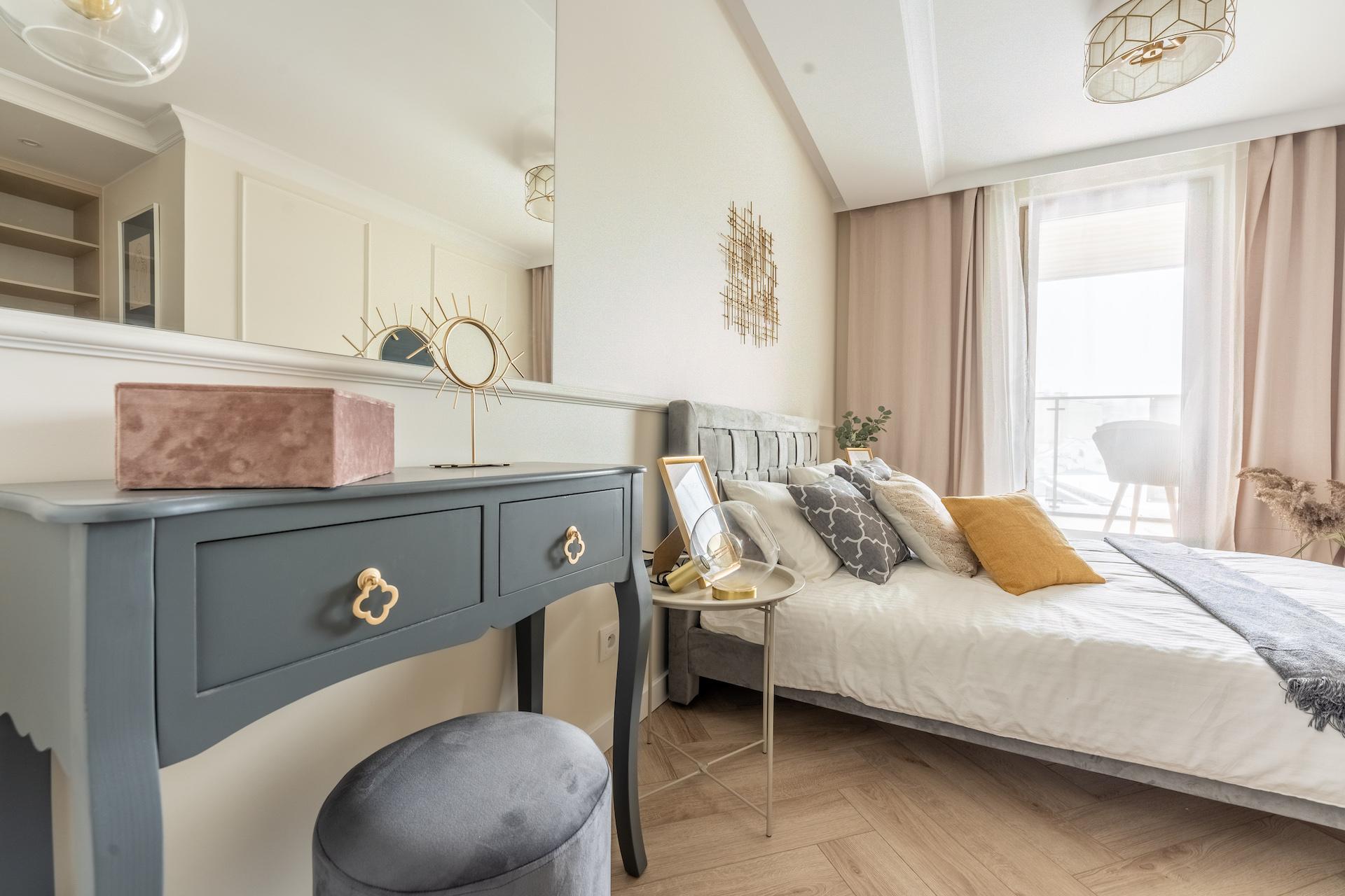 jak odmienić mieszkanie na wiosnę – sypialnia w neutralnych kolorach