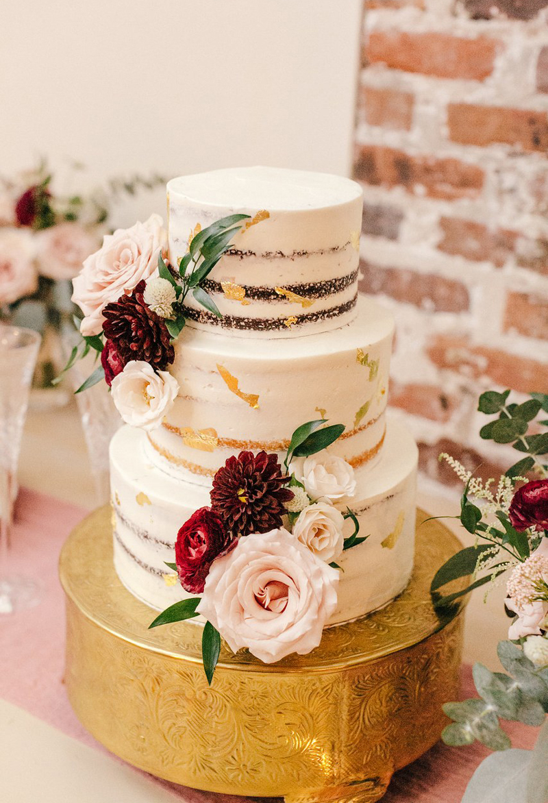 8 Seasonal Wedding Cake Ideas for a Winter Wedding