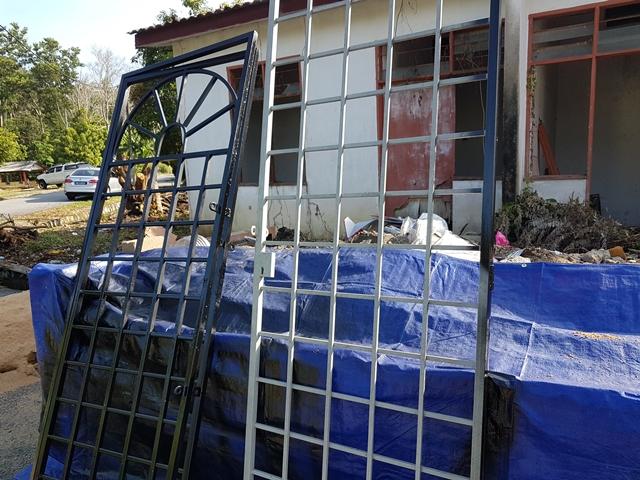 Rekaan gril tingkap dan rumah