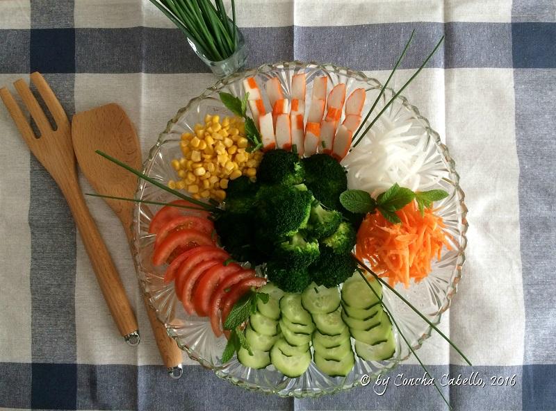 ensalada-brócoli-cangrejo-mesa