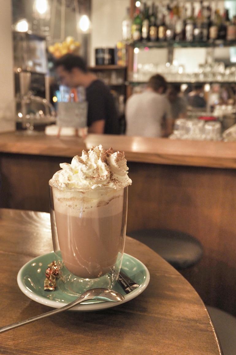 Chocolat viennois au café Le Pointu à Lausanne en Suisse