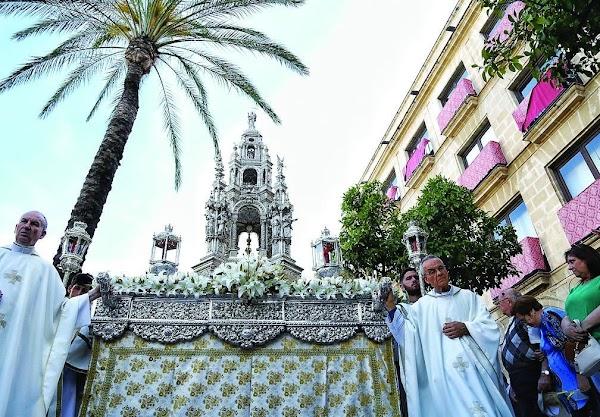 Once altares darán realce al itinerario del Corpus de Jerez