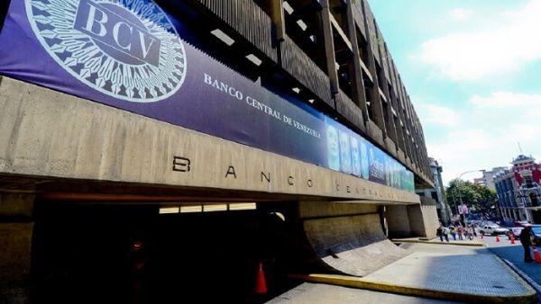 Fiscalía venezolana emite 8 órdenes de captura por desfalco al Banco Central