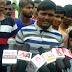 कुशीनगर: बिजली विरोध में ग्रामीणों ने किया प्रदर्शन।
