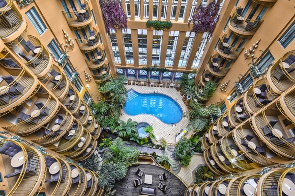 Des Vacances Avec Piscines D Hotel Fabuleuses Tout Pres De Chez Vous