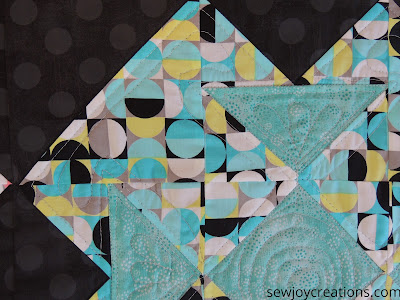 Double T runner free-motion quilting