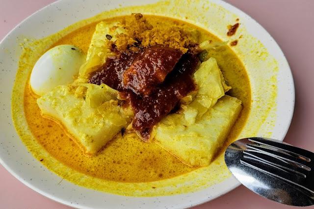 Haji_Ali_Cooked_Food_Lontong