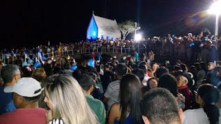 Em Picuí, multidão prestigia a entronização da imagem de Nossa Senhora Aparecida em sua capela no alto do cruzeiro
