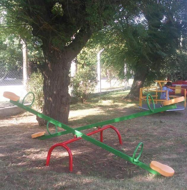 Se instalan nuevos juegos en el Jardín de Infantes de Guanaco