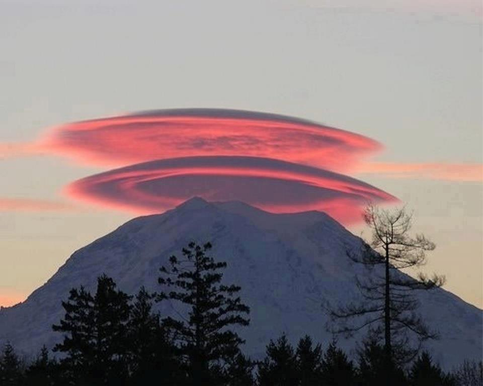 10 Rare Lenticular Clouds That Look Like UFO