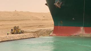 """عبور السفينة العملاقة """"قافلة الشمال"""" إلى قناة السويس بعد التعويم السفينة الجانحة"""