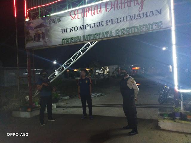 Patroli Rawan Malam Polsek Baamang Di Perumahan Warga