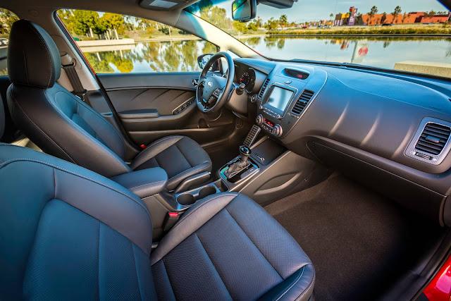 Novo Kia Cerato 2017 - interior