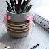 #DIY: Sklenený stojan na perá omotaný korkovými podložkami a špagátom