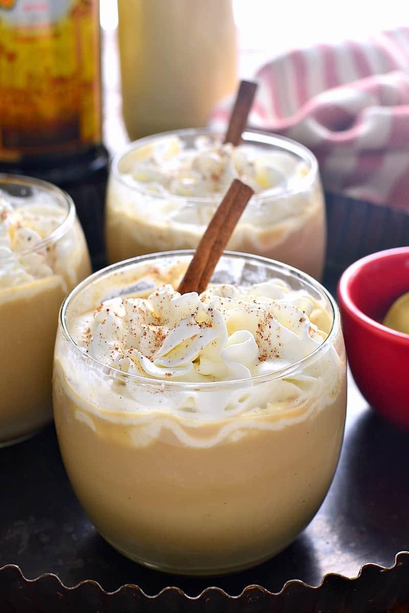 EGGNOG MUDSLIDES #drink #party #caramel #cocktail #eggnod