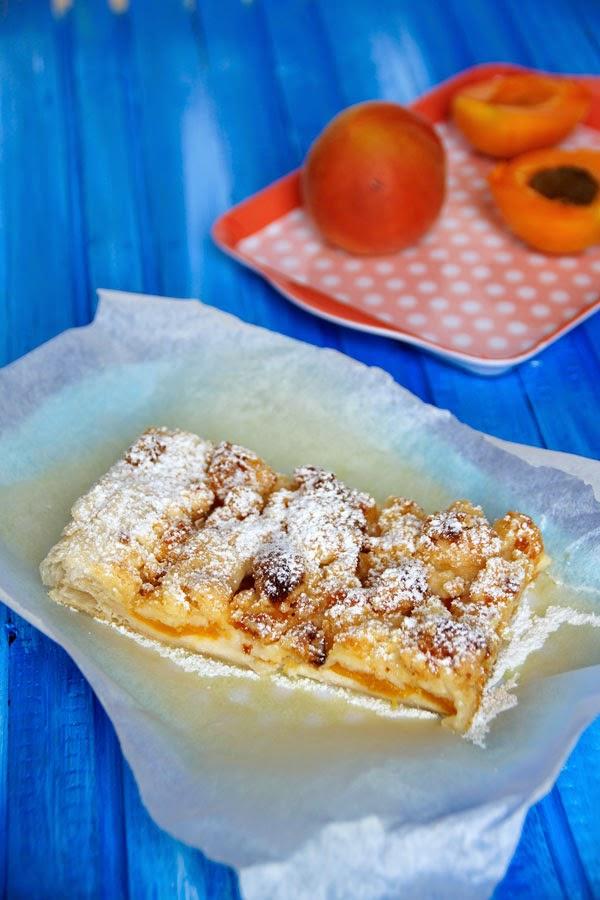 spoon and key food blog schneller kuchen aprikosen streusel streifen. Black Bedroom Furniture Sets. Home Design Ideas