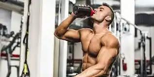 كمية البروتين التي يحتاجها جسم لبناء العضلات