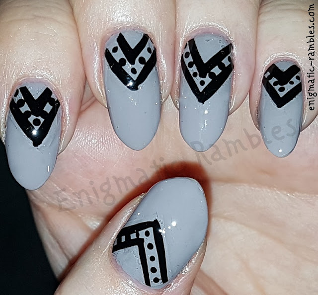 Chevron-Dot-Nails