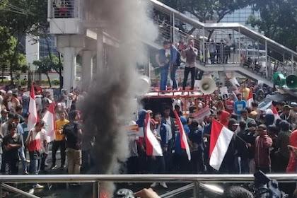 Bakar Ban Di KPK, Demonstran Desak Novel Baswedan Dipecat