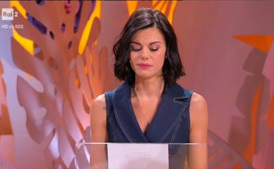 Bianca Guaccero legge una poesia di Alda Merini