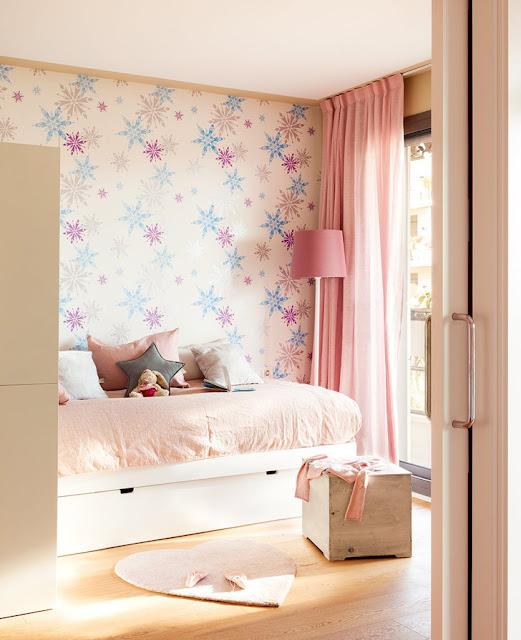 camera roz pentru fete
