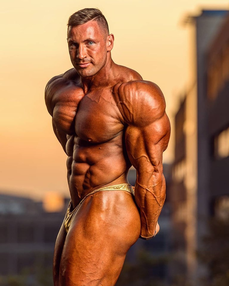 world bodybuilders pictures: france bodybuilder Fahd Karooani