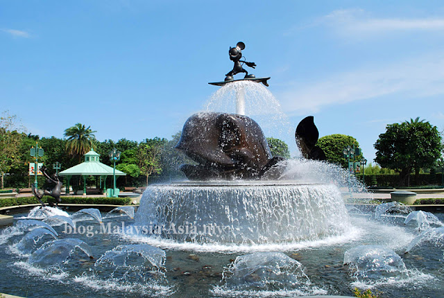 Disneyland Mickey Mouse Fountain