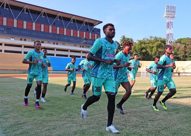 Tim Papua dan Maluku Utara Berburu Tiket Perdana Menuju 6 Besar Sepakbola PON XX.lelemuku.com.jpg