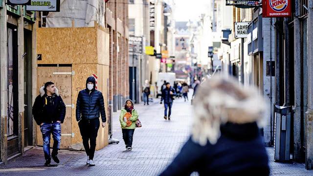 """هولندا .. مجلس الوزراء الهولندي يستعد لإغلاق المتاجر و انزال الشرطة الى الشوارع لمواجهة """" كورونا"""""""