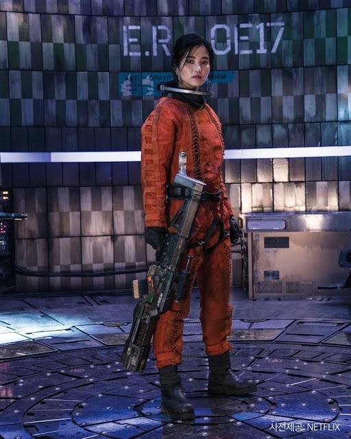 Karakter Kim Tae Ri sebagai Kapten Jang : Film Korea Space Sweeper