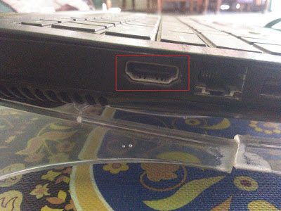Laptop yang sudah support HDMI tentunya Sob.(Lihat gambar).
