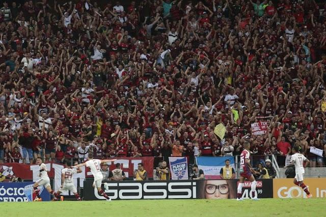 Fortaleza sai na frente, mas leva virada do líder Flamengo na Arena Castelão