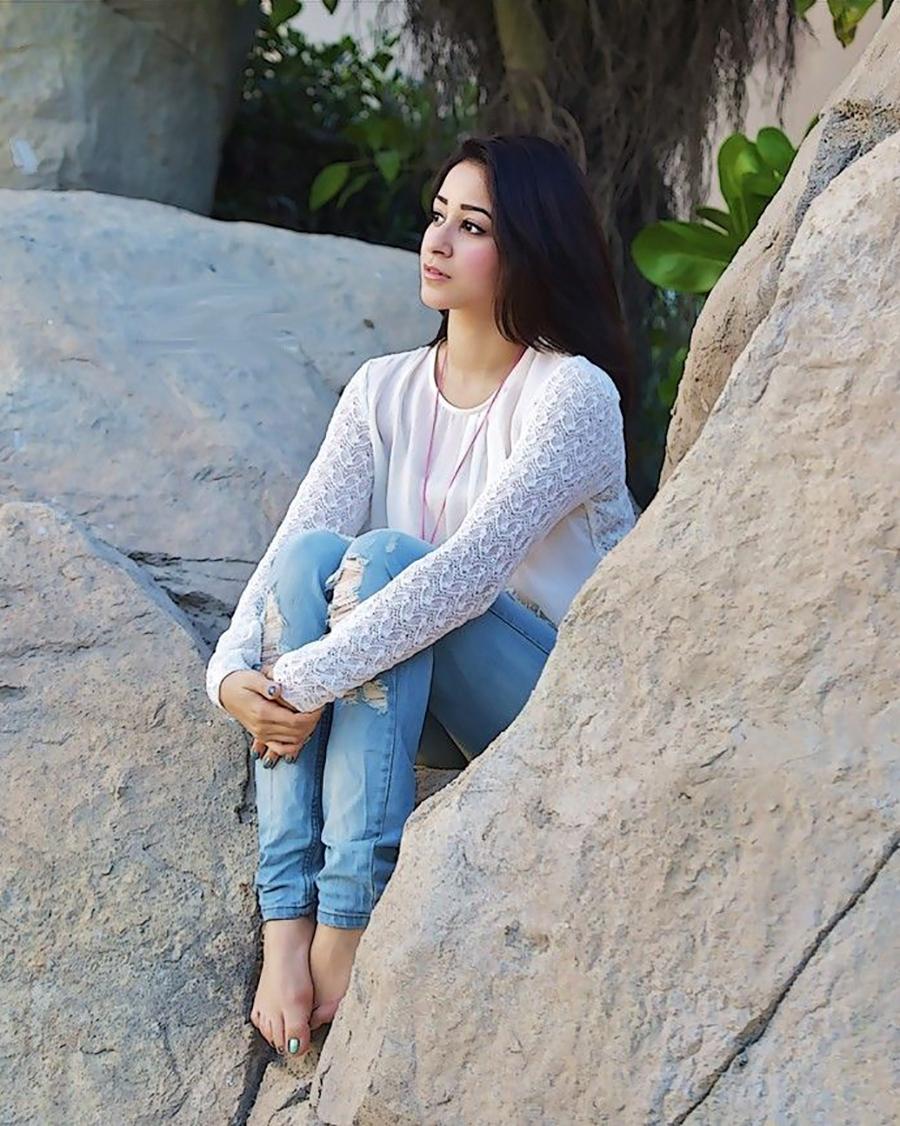 Nermin Mohsen celana jenas biru jeans manis