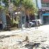 """Τα συντρίμμια της πλατείας Κοραή στον Πειραιά - """"Ξηλώνουν"""" τις πέργκολες των καταστημάτων (FOTO REPORTAZ NET)"""