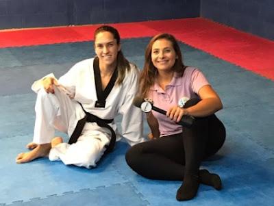 Marcelle Borchetta e a lutadora Iris Tang Sing - Crédito: Divulgação/SBT